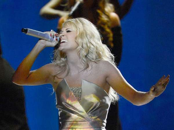 Penampilan Memukau Carrie Underwood