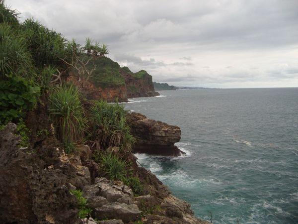 Deretan bukit karang yang panjang