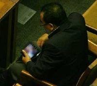 5 Tingkah Nyeleneh Anggota DPR Saat Rapat Paripurna