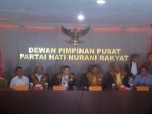 Wiranto Ingin Hanura Menangkan Pemilu 2014