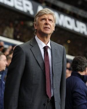 Wenger Minta Maaf kepada Tim dan Fans