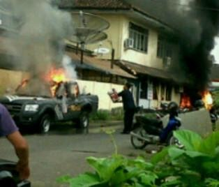Polres OKU Dibakar, Menko Polhukam Perintahkan TNI & Polri Menahan Diri