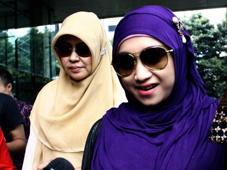 Istri Ahmad Fathanah Sambangi KPK, Jenguk Suaminya di Tahanan