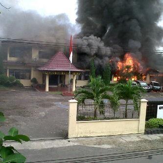Penyerangan TNI ke Mapolres OKU, 70 Motor dan 10 Mobil Terbakar