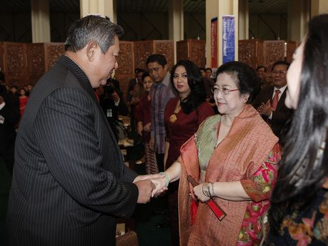 GAMBAR PRESIDEN SBY DAN MEGAWATI Hubungan Mesra Negarawan RI