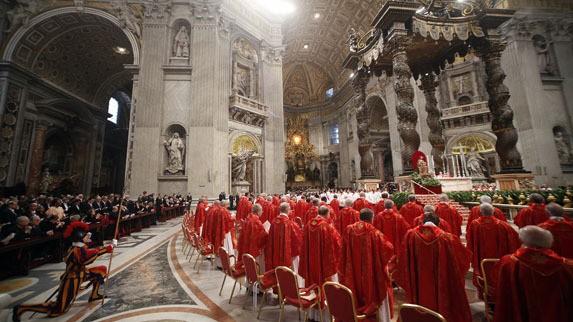 Asap Hitam Tandai Berakhirnya Putaran Pertama Pemilihan Paus