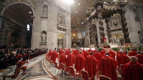 Hari Kedua Pemilihan Paus, Semua Mata Tertuju ke Cerobong Asap Vatikan