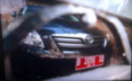 Ada Mobil Camry Pelat Merah di Rumah Kedua Rusli Zainal