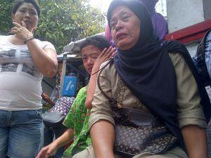 Rekonstruksi Penyerangan Tempo, Ibu-ibu Tangisi Para Tersangka