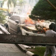 Mobil Range Rover Milik Ketua KNPI Pekanbaru Dibakar Pria Misterius