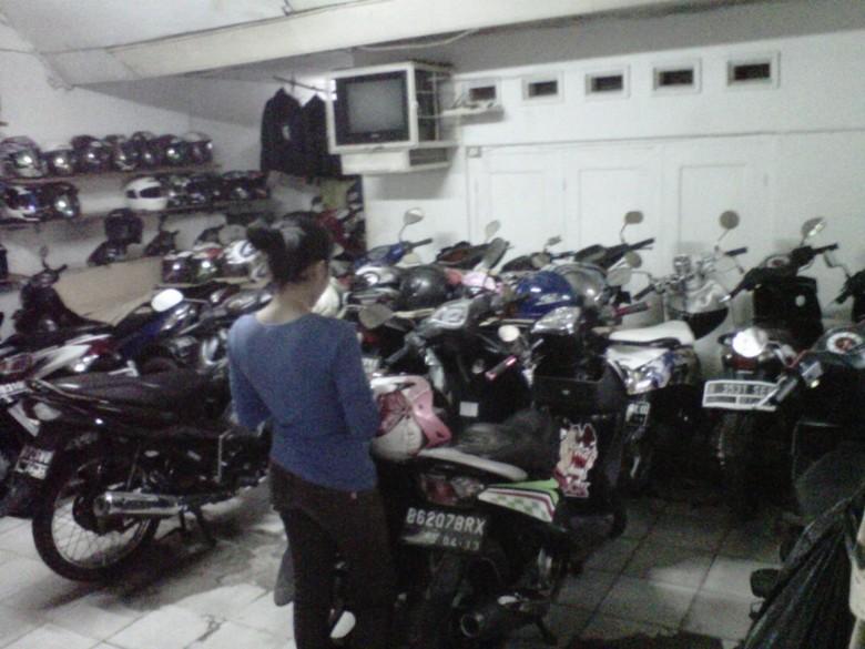 Bisnis Parkir Di Jakarta, Parkir Rumahan dengan Doorprize HP