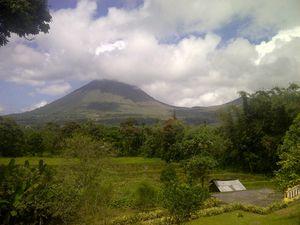 Gunung Lokon Meletus, Warga Diminta Tak Beraktivitas di Radius 2,5 Km