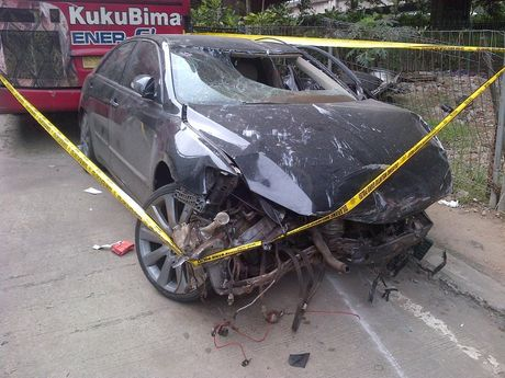 FOTO KRONOLOGIS KECELAKAAN TOYOTA CAMRY B 1596KV TOL SIMATUPANG 2013 [YOUTUBE] Penyebab Tragedi Mobil Camry Hitam Winda Yassir Dan 6 Paket Sabu