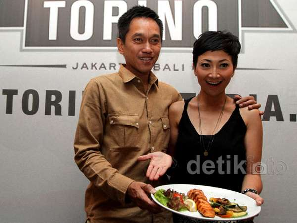 Indy Barends & Suami Buka Restoran Italia