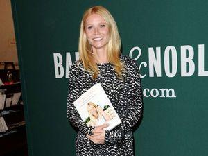 Rilis Buku, Gwyneth Paltrow Tebar Senyuman