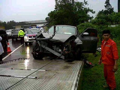 Tol Cipularang kembali memakan korban, kali ini kecelakaan antara Xenia dan Nissan Juke menewaskan 5 orang penumpang Xenia