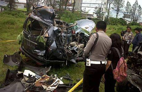 Daihatsu Xenia yang hancur akibat ditabrak Nissan Juke milik Dwigusta di Tol Cipularang