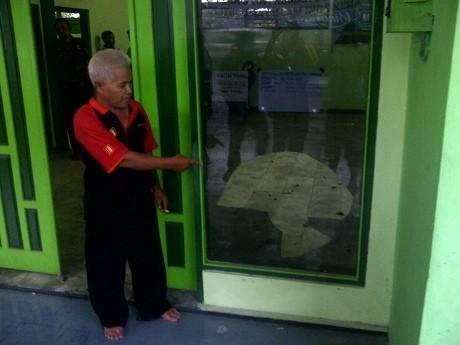 Kantor PPP Magelang Dirusak OTK, Kaca Pintu Pecah Berantakan