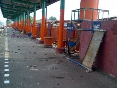 Penertiban PKL di Stasiun Kalideres Ricuh