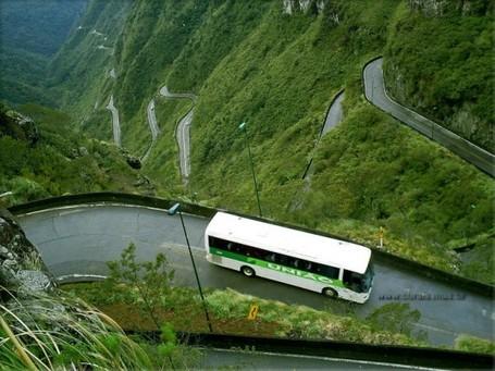 6 Rute Bus Paling Berbahaya di Dunia