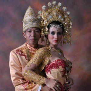 5 \Pernikahan\ Selebriti Indonesia yang Menghebohkan Dunia Maya