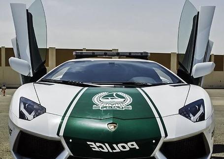 Dubai Pakai Mobil Lamborghini Untuk Patroli di Tempat Wisata
