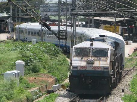 Makanan di Kereta Api India, Campur Kain Pel Sampai Kecoa
