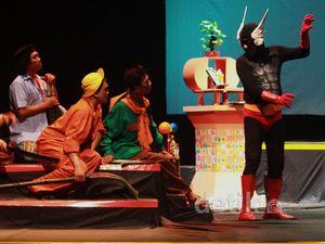 Teater Gandrik Pentaskan Gundala Gawat
