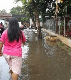 Hujan Deras Semalam Bikin Kampung Makasar Jaktim Kebanjiran