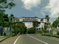 Wisata Alam dan Sejarah di Garut, Candi Cangkuang Tempatnya