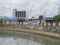 Sungai Bintangor ada di salah satu sisi Gampong Bintangor. Meski sungai ini jadi saksi pemukiman tertua di Kuching, keberadaannya masih terjaga dan sangat bersih! Tak ada sampah yang mengapung di permukaan sungai (Sastri/ detikTravel)