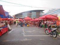 Wisatawan yang datang pada akhir pekan wajib menyambangi Sunday Market. Pasar modern yang besar dan bersih ini menyuguhkan beragam dagangan mulai dari bahan pokok sampai kue dan oleh-oleh (Sastri/ detikTravel)
