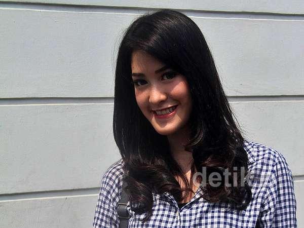 Jomblo, Elma Princess Tebar Senyuman