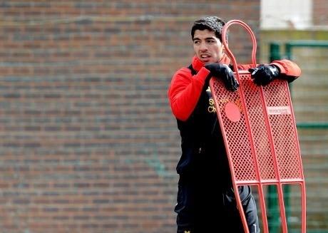 Liverpool Tegaskan Tak Bakal Jual Suarez