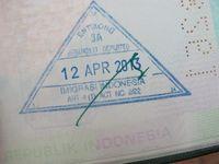 Seperti inilah cap paspor bila Anda melewati perbatasan Indonesia-Malaysia lewat jalur darat. Terdapat tulisan Entikong di cap tersebut! (Sastri/ detikTravel)