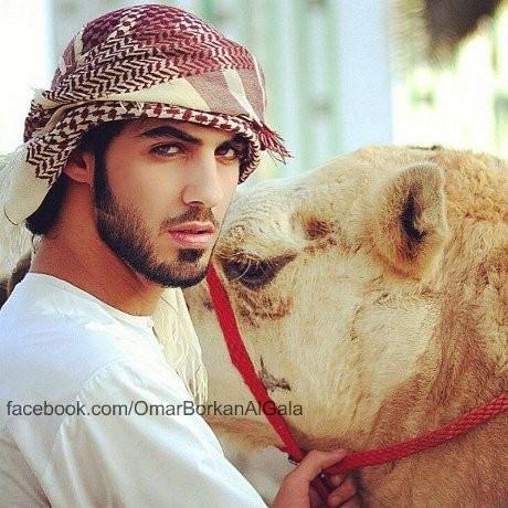 6 Pose Si Ganteng Omar Borkan yang Diusir dari Arab Saudi