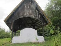 Ada 10 kuburan massal di Makam Juang Mandor, masing-masing berisi hingga 2.000 jenazah. Tiap kuburan terpisah oleh jalan yang hanya bisa dilalui 1 mobil. Hampir tak ada pengunjung di tempat ini (Sastri/ detikTravel)