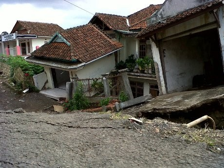 1 Kampung di Majalengka Rusak Parah karena Fenomena Tanah Bergerak