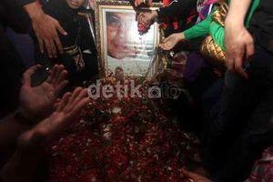 Jokowi Tanggapi Usulan Warga Soal Pemagaran Makam Uje