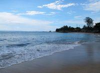 Pantai ini tidak hanya cantik didatangi pada pagi atau siang hari, namun juga sore hari. Karena, pantai ini menyajikan sunset yang cantik saat cuaca sedang cerah (Shafa/detikTravel)