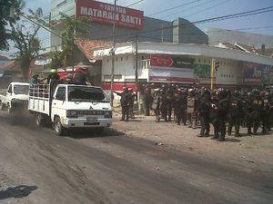 Bentrok dengan Warga, Ada Tembakan Saat Ribuan Suporter PSIS Dievakuasi