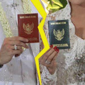 Artis-artis yang Bercerai Setelah Puluhan Tahun Menikah
