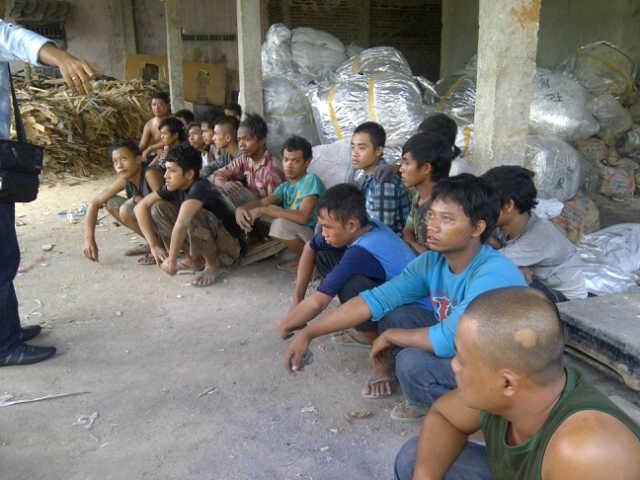 Kisah Buruh Pabrik Kuali: Berawal Janji Manis, Berakhir Sakit & Trauma