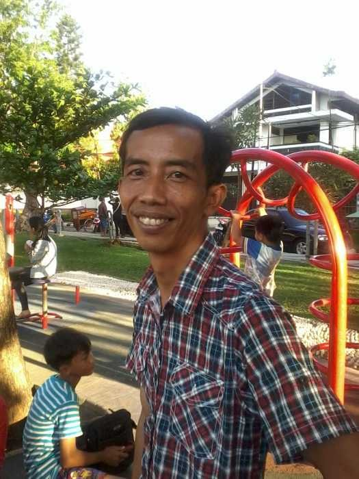 Reza \Jokowi\ Dipanggil Jokowow, Jadi Seleb Foto Saat Weekend