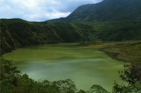 Pahit Manisnya Menyentuh Bibir Kawah Gunung Galunggung