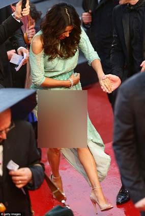 Ups, Eva Longoria Tak Pakai Underwear di Cannes