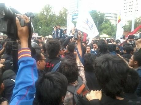 Demo Mahasiswa Trisakti di Depan Istana Bentrok, Wartawan Kena Pukul
