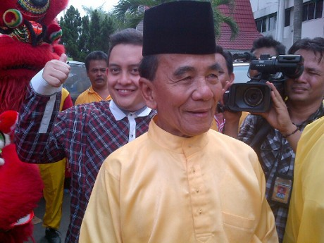 Daftarkan Annas Jadi Cagub Riau, Golkar Tampilkan Pawai Budaya