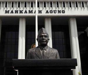 Rusak Papan Nama Kampus, Ketua Yayasan Muhammad Thaha Bebas