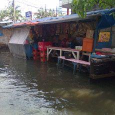 Banjir Rob Menerjang, Pemasukan Pedagang Berkurang